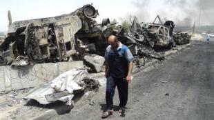 Vehículos del ejército irakí destruidos en 2014 por los yihadistas cerca de Mosul.