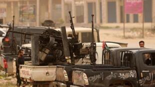 Des membres des forces liées au gouvernement d'union nationale à Ain Zara, au sud de Tripoli, le 21 avril 2019.
