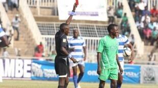 Davies Omweno refarii wa Kenya, mmoja aliyefungiwa na CAF