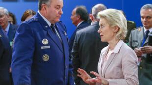 Tư lệnh tối cao liên quân NATO, tướng Philip Breedlove và bộ trưởng Quốc phòng Đức Ursula von der Leyen.