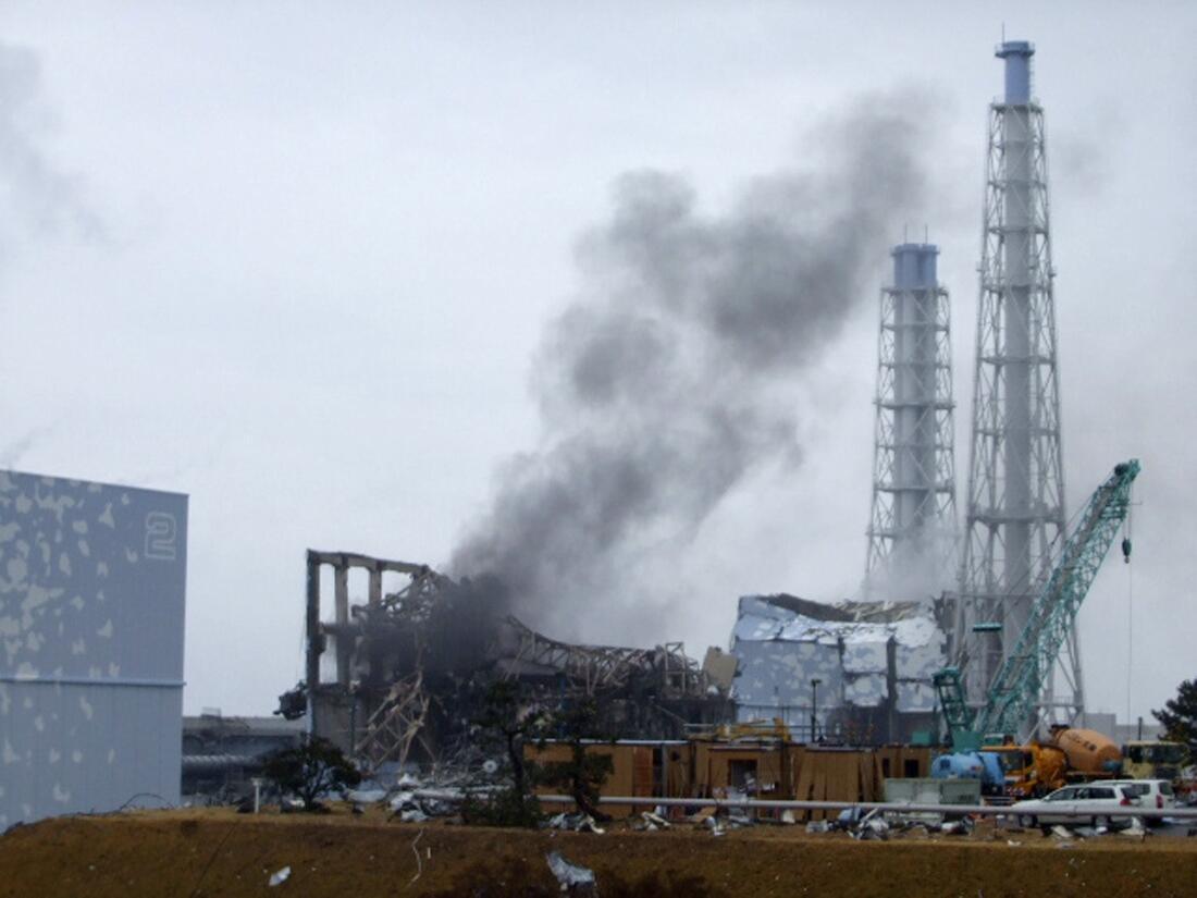 Fumaça foi vista saindo do reator 3, na central nuclear de Fukushima, nesta segunda-feira.