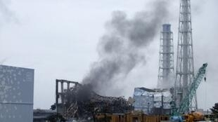 Smoke is seen coming from the area of the No. 3 reactor of the Fukushima Daiichi nuclear power plant in Tomioka, 21 March 2011.