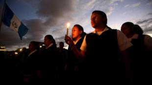 Guatemaltecos fazem manifestação pedindo justiça após incêndio em abrigo