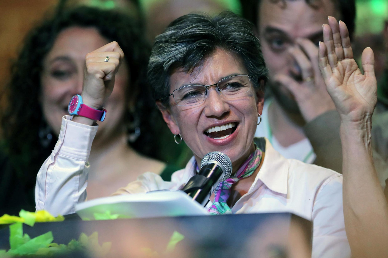A centro-esquerdista Claudia López é a primeira mulher eleita para comandar a prefeitura de Bogotá.