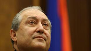 Armen Sarkissian, élu nouveau président par le Parlement arménien, assiste à une session parlementaire à Erevan le 2 mars 2018.