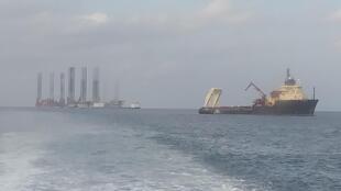 La baisse de la consommation de pétrole mondiale causée par la pandémie de coronavirus a paralysé les activités de la ville pétrolière de Port-Gentil au Gabon provoquant une hausse du chômage (photo: Plateforme au large de Port-Gentil).