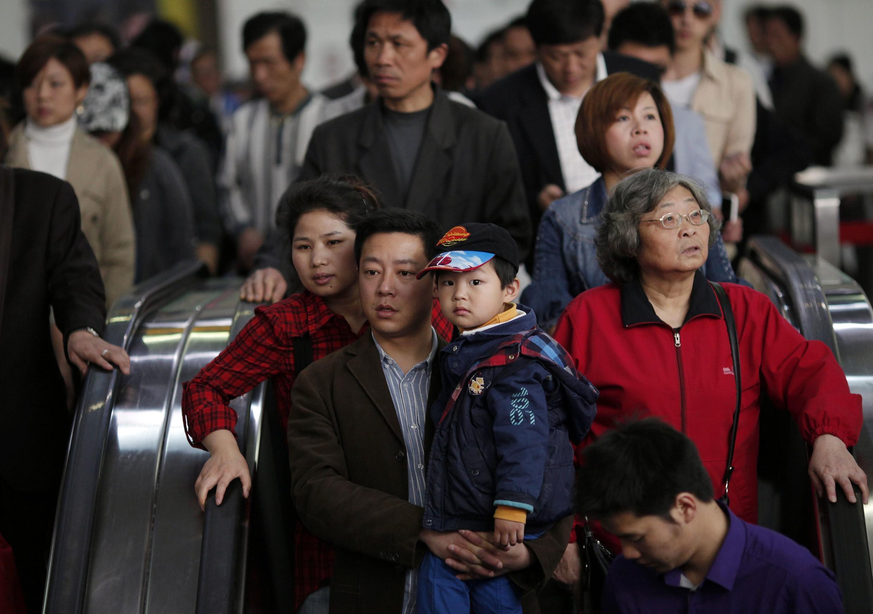 """Станция метро """"Народная площадь"""" в Шанхае 28 апреля 2011"""