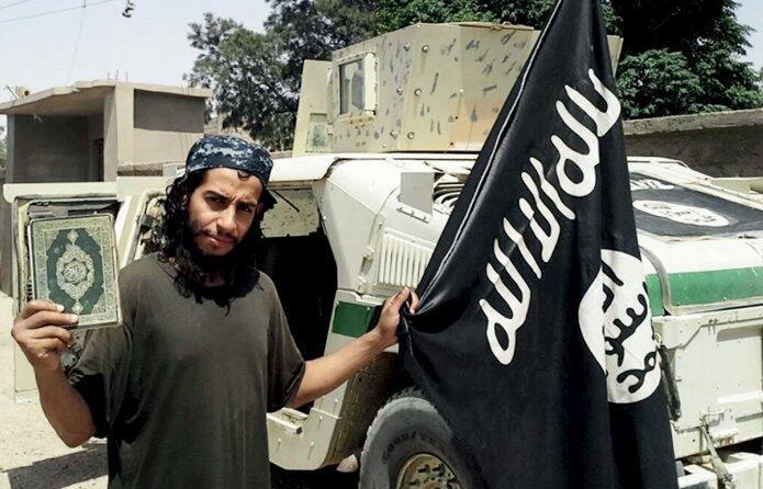 Photo non datée d'Abdelhamid Abaaoud publiée par le magazine en ligne du groupe Etat islamique Dabiq et diffusée sur les réseaux sociaux.