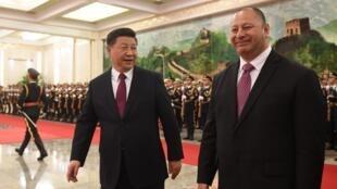 Lãnh đạo Trung Quốc Tập Cận Bình (T) tiếp Vua Tonga Tupou tại Bắc Kinh, ngày 01/05/2018.