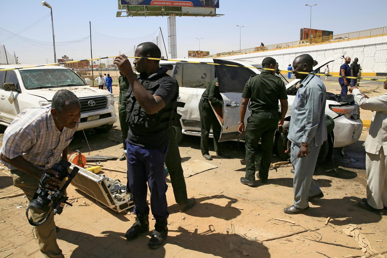 Les forces de sécurité sur les lieux de l'attentat manqué contre le Premier ministre Abdalla Hamdok. Le 9 mars  2020.