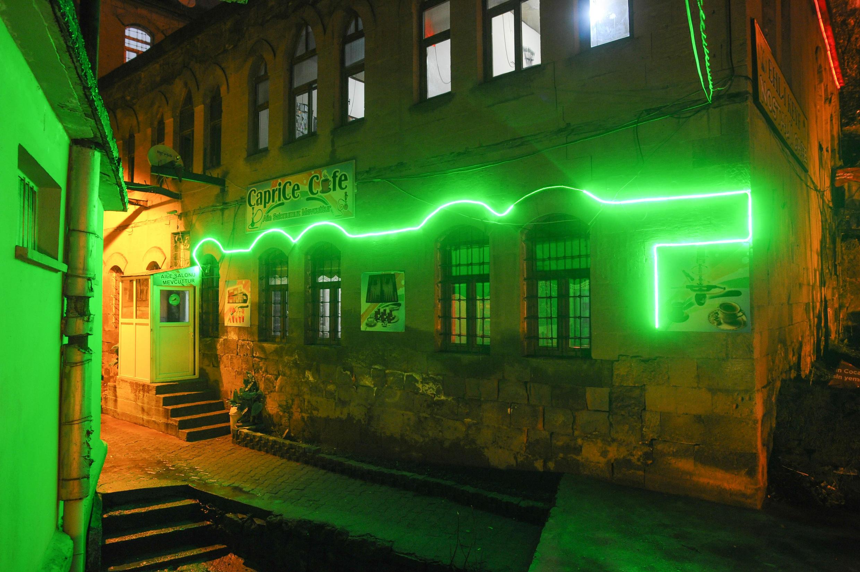 Бар «Каприз»  на месте армянского монастыря в Битлисе. Турция. 30 марта 2015 год