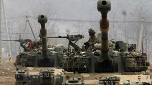 Exército sul-coreano faz manobras preventivas após anúncio de lançamento de foguete norte-coreano.
