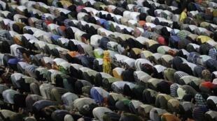 Começa hoje na França o Ramadã, mês de orações e jejum do calendário muçulmano.