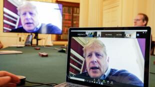 Johnson, de 55 años, anunció que tenía síntomas leves de COVID-19 el 27 de marzo y que había decidido confinarse en su residencia, Downing Street
