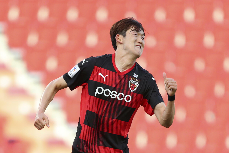 Lee Seung-mo's 25th minute strike gave Pohang a hard-fought last-16 victory at Osaka