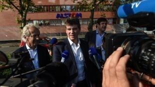 Arnaud Montebourg devant le site d'Alstom à Belfort, le 14 septembre 2016.