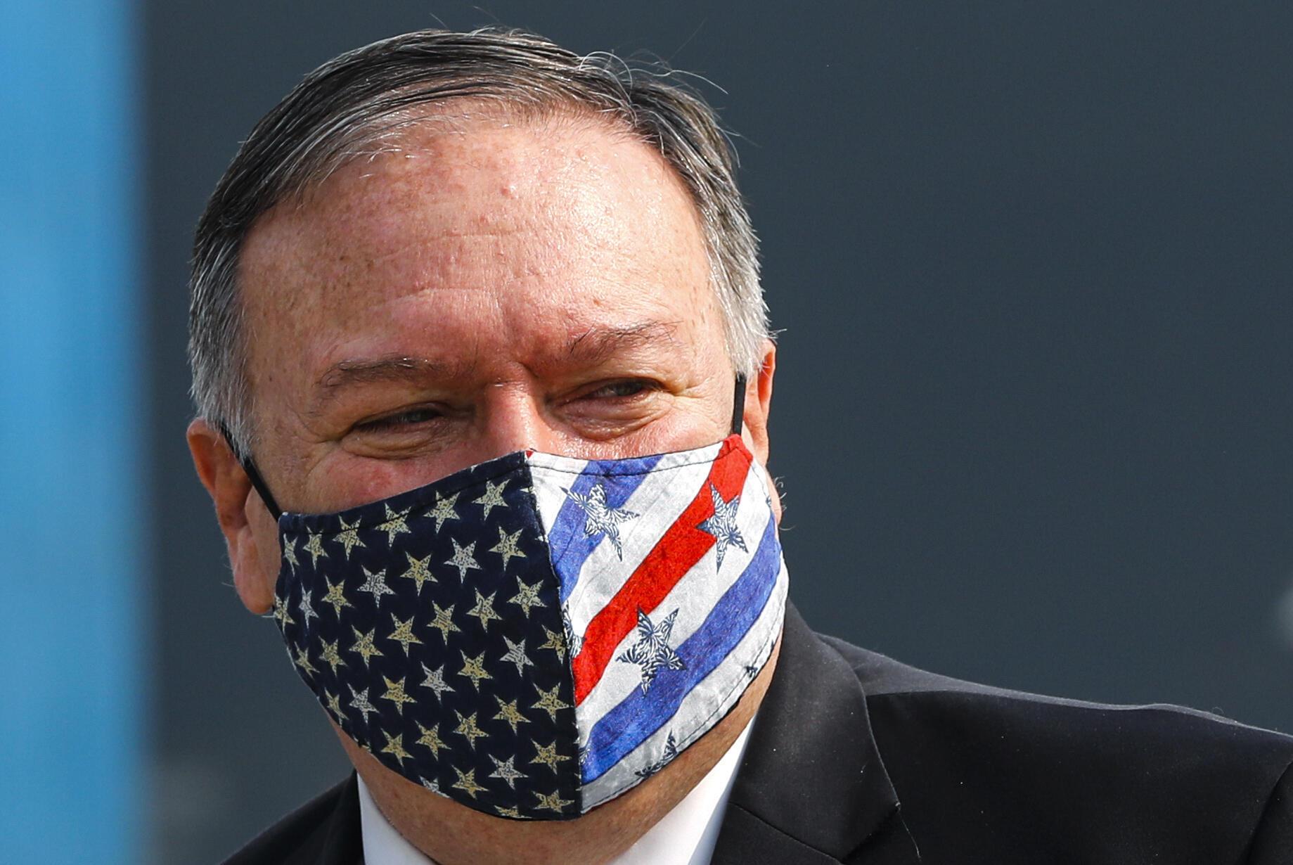 El secretario de Estado estadounidense, Mike Pompeo,en el aeropuerto de Nueva Delhi el 26 de octubre de 2020.