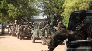 Veículos do exército do Sudão do Sul na cidade de Bor, a 190 km da capital Juba.