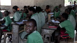 Enfants de l'école de Mahambo, en avril 2010, lors d'une visite d'un haut représentant de l'Unicef.