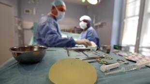 Mais de 2400 mulheres já apresentaram queixa contra a empresa francesa de próteses mamária PIP.