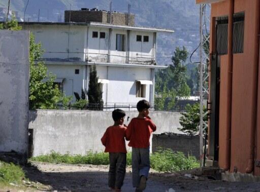 Deux enfants à proximité de la maison où résidait ben Laden à Abbottabad au Pakistan.