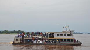 Un bateau circulant sur le fleuve Congo, RDC (image d'illustration).