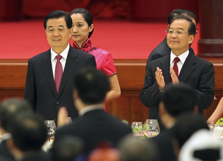 Thủ tướng Trung Quốc Ôn Gia Bảo (P) và chủ tịch Hồ Cẩm Đảo trong lễ kỷ niệm 63 năm ngày thành lập nước CHND Trung Hoa, Bắc Kinh, 29/09/2012