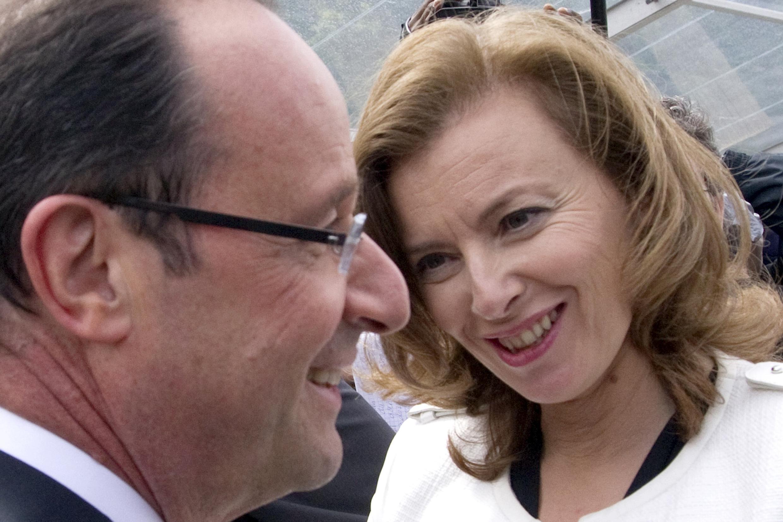 """La primera dama de Francia, Valérie Trierweiler, de 47 años, expresó que no abandonará su oficio de periodista al entrar en el Elíseo, como dijo a la prensa en varias ocasiones: """"ser financieramente independiente es fundamental para mí""""."""