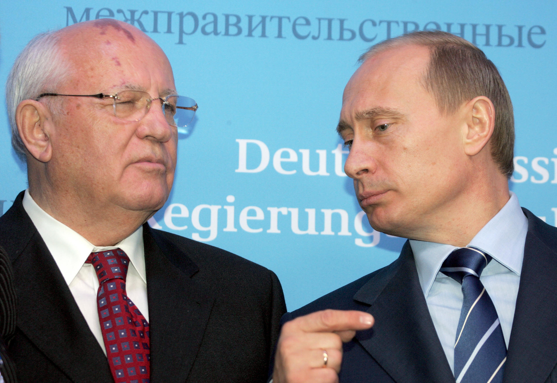 Михаил Горбачев и Владимир Путин, 21 декабря 2004 г. Шлезвиг, Германия