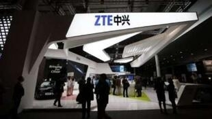 """ناخشنودی چین از اعمال محدودیت وزارت بازرگانی آمریکا برای فعالیت ZONSIN  """" ZTE"""" شرکت بزرگ مخابراتی این کشور ."""