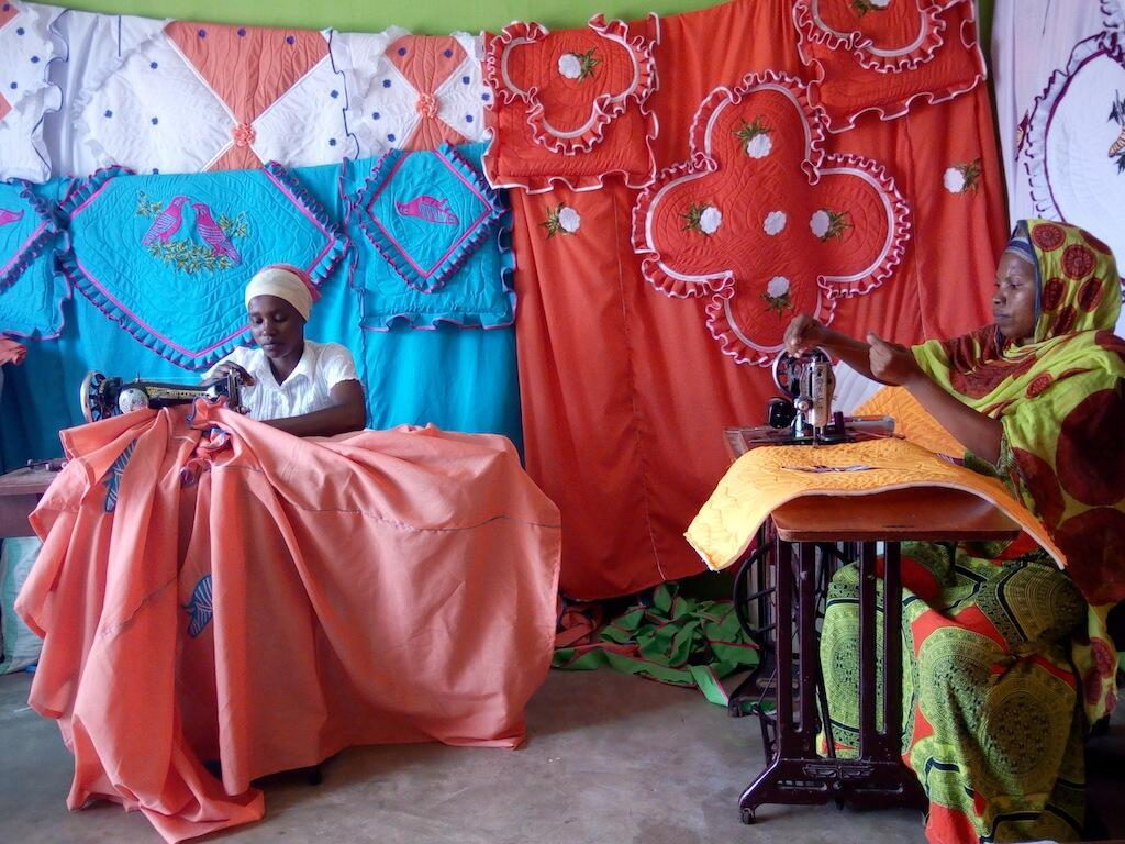 Mafundi wa kudarizi Magreth Rafael na Mwajabu Salum wa Kimara Dar es Salaam Tanzania