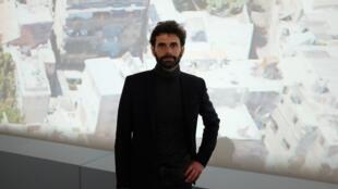 Yves Ubelmann, cofondateur de la société Iconem, ici devant une de ses photos dans l'exposition immersive « Sites éternels, de Bâmiyân à Palmyre, voyage au cœur des sites du patrimoine universel » au Grand Palais.