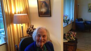 Joty Ter kulve, métisse indo-néerlandaise est née sur l'île de java. Elle se souvient des violences lors de la guerre d'indépendance.