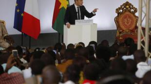Emmanuel Macron s'est posé en champion de l'émancipation des femmes africaines devant les étudiants de Ouagadougou, le 28 novembre 2017.