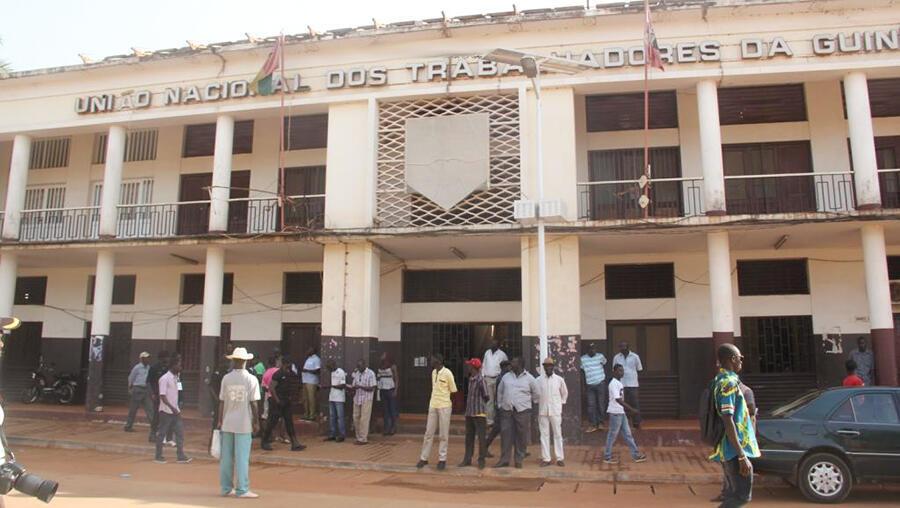 Sede da União Nacional dos Trabalhadores da Guiné - UNTG - que convocou uma greve de funcionários públicos entre 4 e 8 de janeiro, para exigir o cumprimento dos memorandos assinados com o Governo em 2019.
