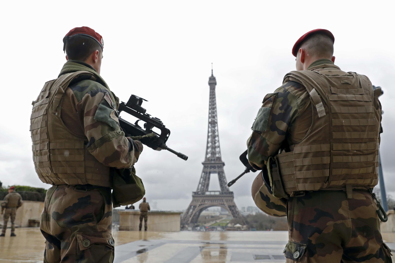 Pháp tăng cường an ninh khu vực tháp Eiffel. Ảnh minh họa.