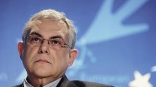 O novo premiê grego, Lucas Papademos, durante encontro em Bruxelas.