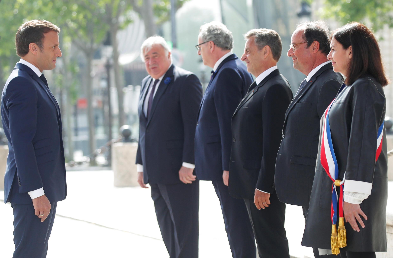 Президент Э.Макрон, экс-президенты Н.Саркози и Ф.Олланд, спикеры Сената и Нацсобрания Ж.Ларше и Р.Ферран, мэр Парижа А.Идальго 8 мая 2020
