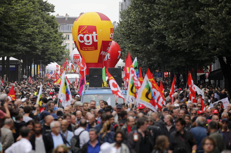 در پاریس، پلیس شمار تظاهرکنندگان را ۱۵هزار نفر اعلام کرد در حالیکه سندیکاها ادعا کرده اند که ۵۵ هزار نفر در تظاهرات پایتخت حضور یافته بودند.