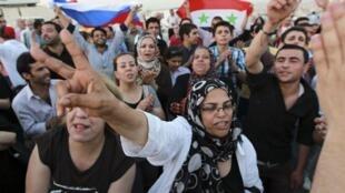 Les réfugiés syriens sont de plus en plus nombreux à manifester près de l'ambassade syriennes d'Amman, en Jordanie.
