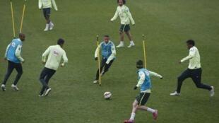 Treino da seleção brasileira na quarta-feira (25), em Paris.
