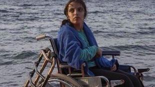 Nujeen Mustafa chegou à Grécia de barco conduzido pelo tio, que aprendeu a navegar pelo YouTube.