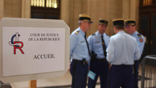 La Cour de justice de la République est le seul organe à même d'enquêter et de juger des délits commis par de hauts responsables de l'Etat dans l'exercice de leurs fonctions.