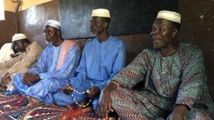 L'imam et ses représentants au sein de la mosquée de Bafilo.