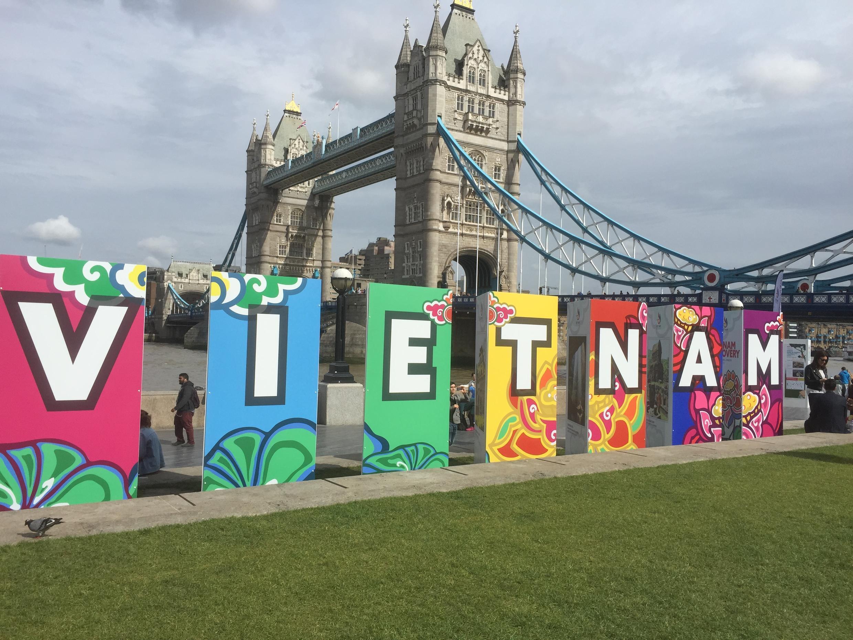 Lễ hội Khám phá Việt Nam ngay bên cạnh cây cầu Tháp Luân Đôn nổi tiếng trong hai ngày 12-13/09/2015.