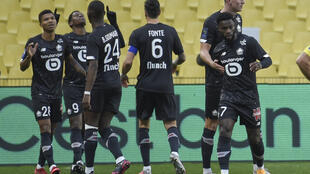 L'attaquant canadien de Lille, Jonathan David (2e g), félicité par ses coéquipiers après avoir marqué contre Nantes, lors de leur match de L1, le 7 février 2021 au stade de La Beaujoire à Nantes