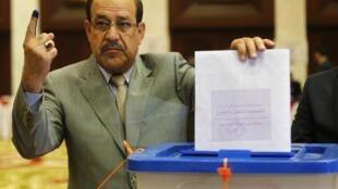O primeiro-ministro iraquiano, Nuri al-Maliki, foi o vencedor das eleições legislativas do Iraque, segundo os resultados iniciais divulgados nesta segunda-feira (19).