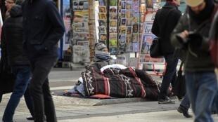 Три четверти департментов Франции попали под действие экстренного плана «Большой холод» — это экстренная процедура, предусмотренная на случай серьезного похолодания для размещения бездомных.