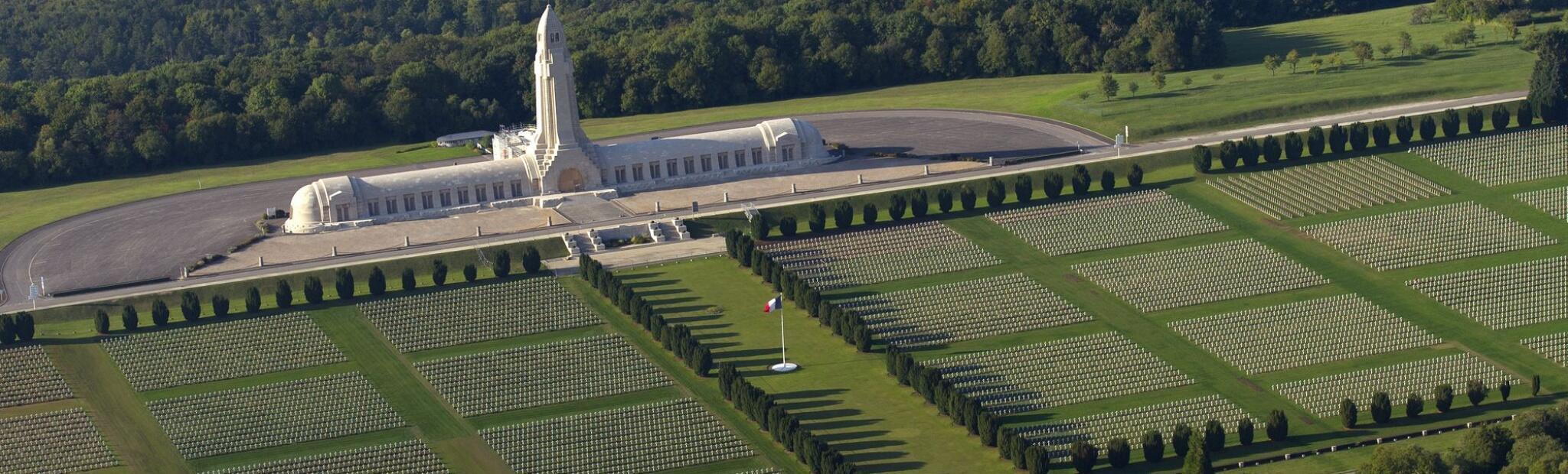 El Osario de Douaumont, donde reposan los restos anónimos de 130.000 soldados.