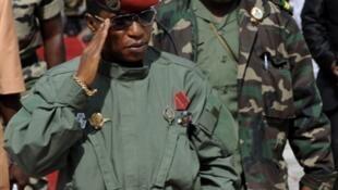 Moussa Dadis Camara et son ex-aide de camp Aboubacar Sidiki Diakité dit « Toumba », le 7 octobre 2009.